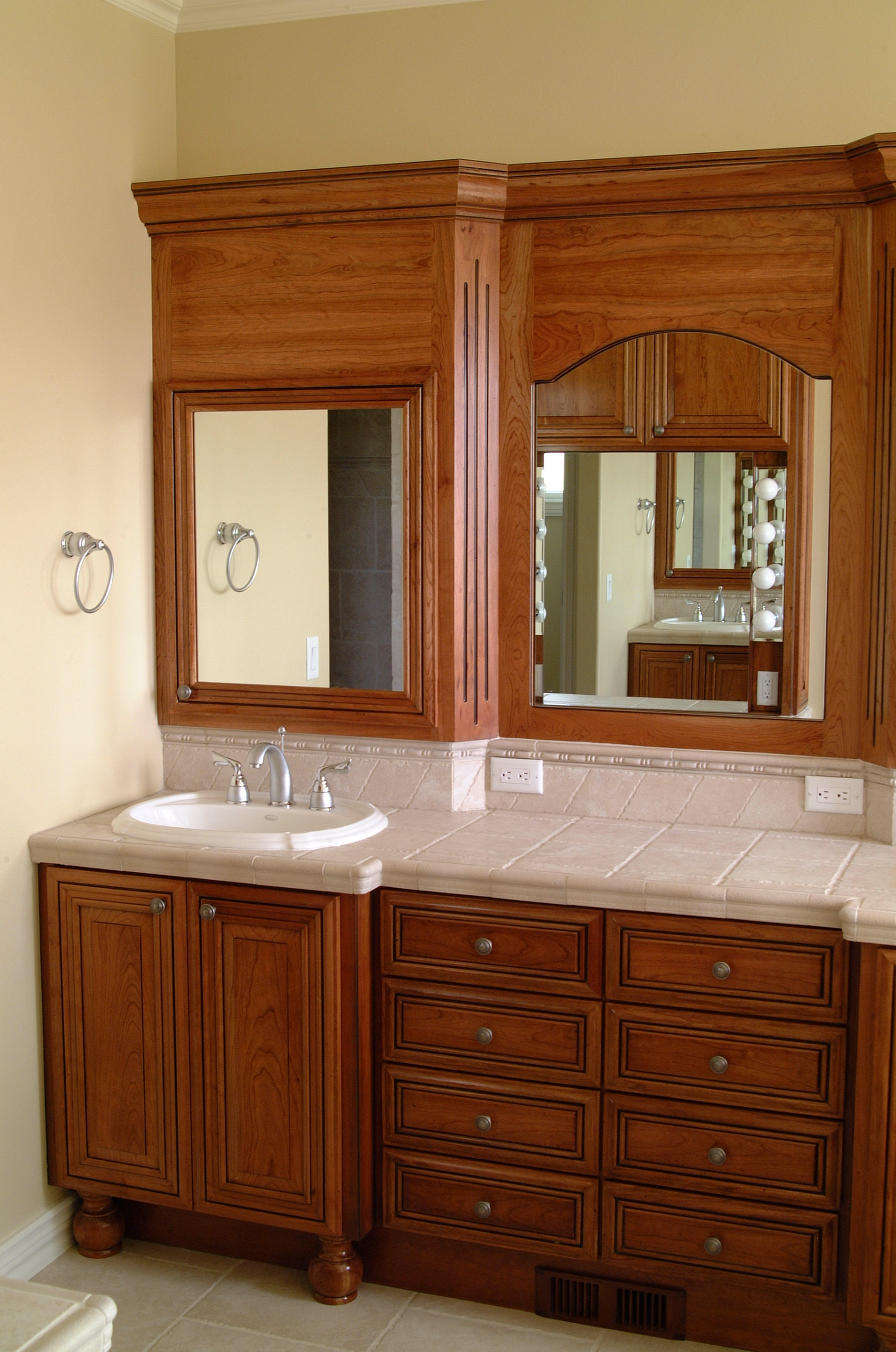 Skidmore custom vanities for Custom bathroom vanity cabinets
